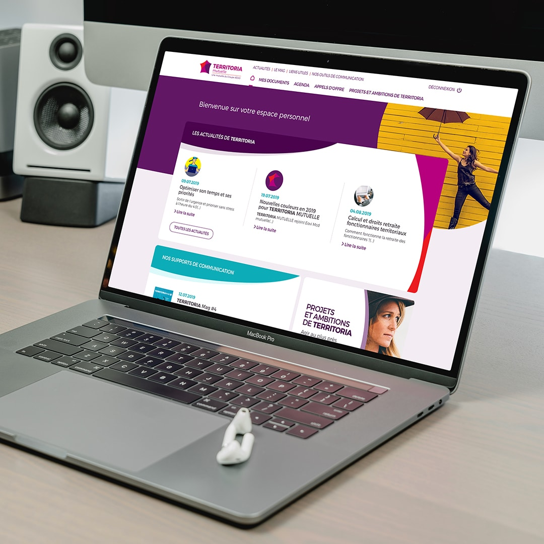 macbook pro mockup intranet communication interne territoria mutuelle